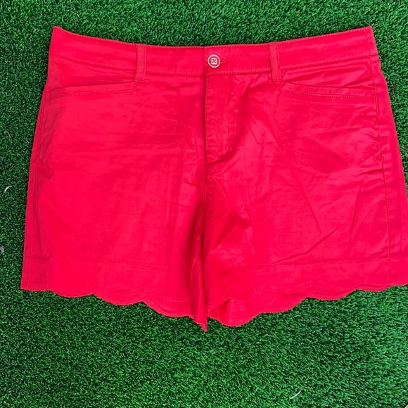intro red scalloped edged stretch shorts